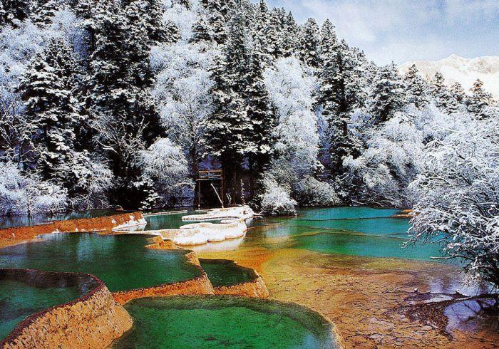 Les chutes de neige font de Jiuzhaigou une destination touristique idéale en hiver